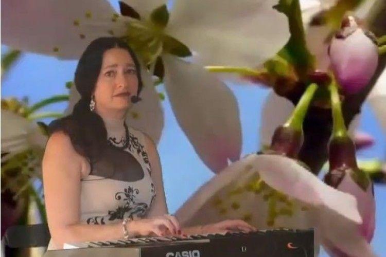 Скрипалька з Любешова «одягнула» вірші у музику (Відео)