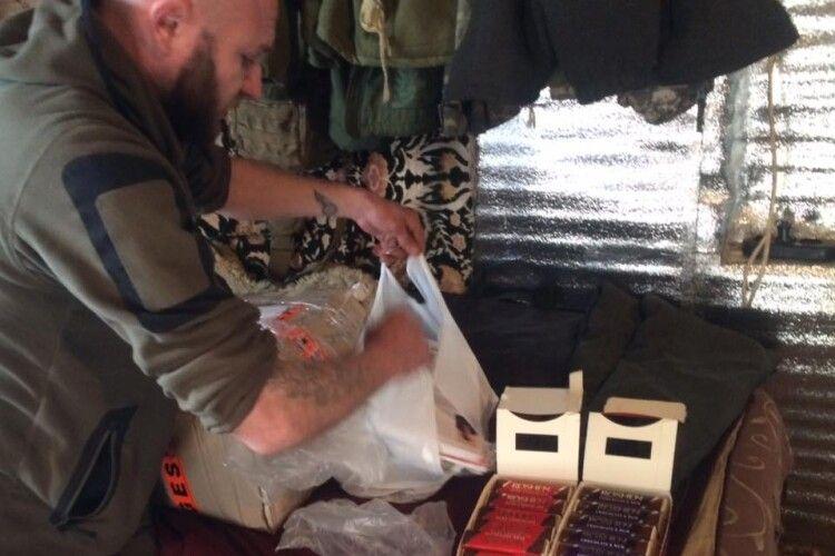 Волиняни передали патріотичну літературу на Донбас (Фото)