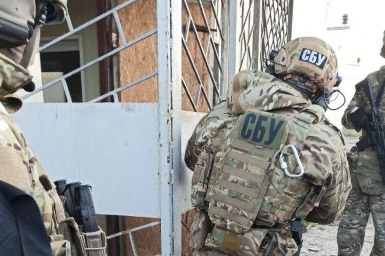 На Рівненщині прибутки від підпільної роботи спиртзаводу переказували терористам «ЛНР» та «ДНР» (Фото)