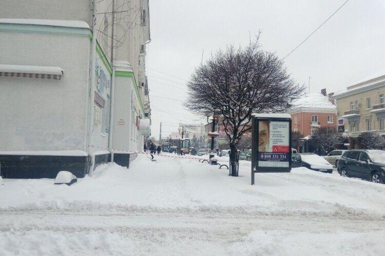 Через снігопад лучанам загрожує нова небезпека (Фото)
