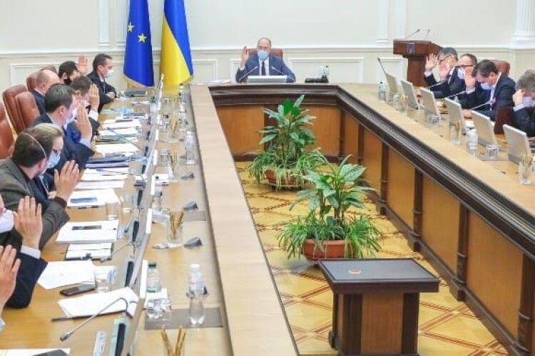 Два міністри з уряду Шмигаля подали заяви про відставку за власним бажанням