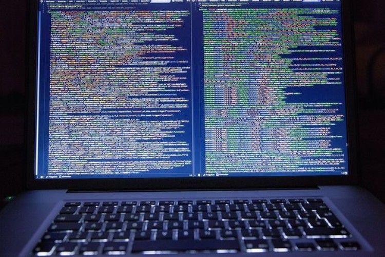 Злапали хакерів, які збиралися «почистити» рахунки клієнтів українських державних банків