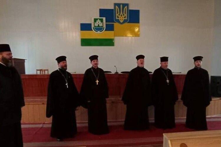 Митрополит Луцький і Волинський Михаїл поїхав з колядою на Любешівщину
