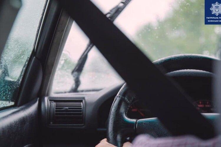 У Луцькому районі поліція зупинила нетверезого водія на сумнівному авто