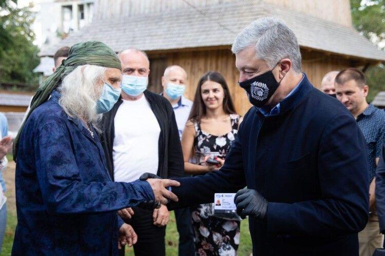 Відомий український іконописець Лев Скоп приєднався до команди Порошенка на Львівщині
