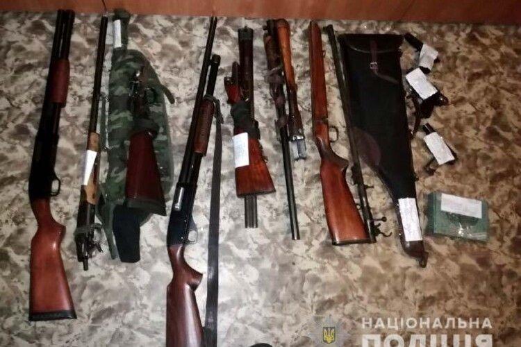 Протягом восьми днів на Рівненщині громадяни добровільно здали до поліції 74 одиниці зброї