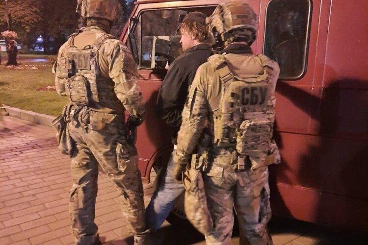 Фото з місця звільнення заручників у Луцьку, відео пострілу у поліцейського