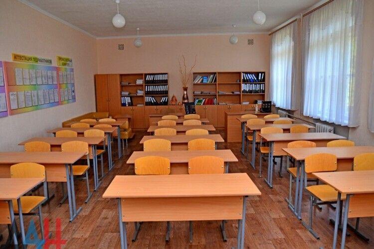 Вчителька «замінувала» школу, де раніше працювала