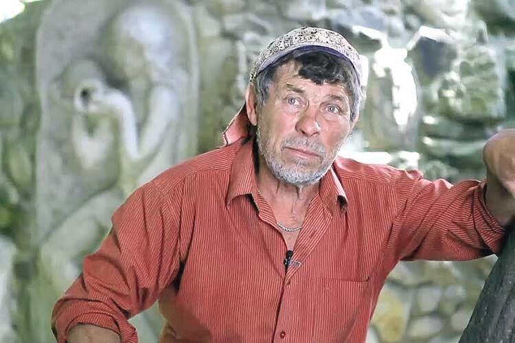 Свій «Будинок ізхимерами» Микола Головань зводить уже понад 40років (Фото, відео)