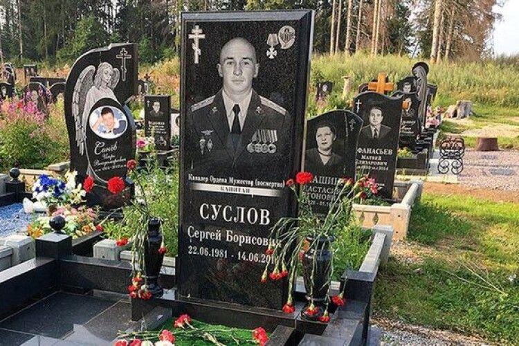 Журналісти ВВС знайшли могили російських окупантів, які загинули в Україні