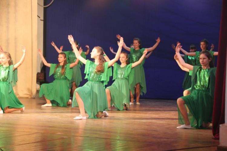 В Луцькому Палаці культури танцювали дитячі колективи з усієї Волині (ФОТО)