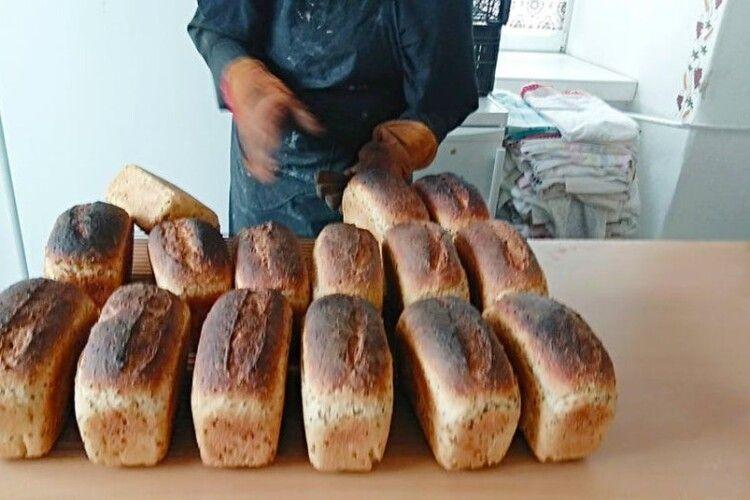У Луцькому жіночому монастирі печуть бездріжджевий хліб за старовинним рецептом