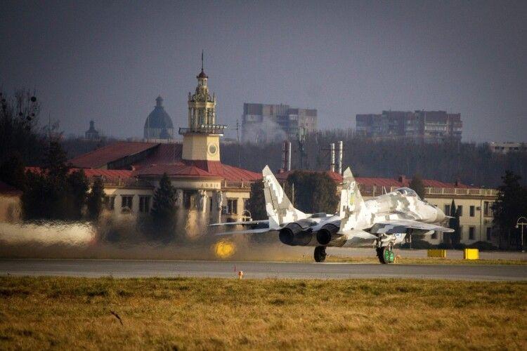 «47-й знову в строю»: до Луцька повернули відремонтований після аварії МіГ-29 (Фото)