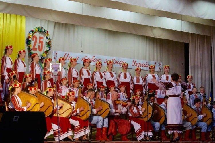 «Ми співаємо для тих, хто вірить уБога, любить Україну іповажає свій народ» (Відео)