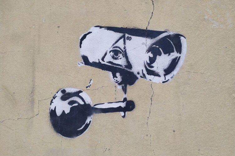 У Луцьку з'явилося графіті легендарного англійського майстра стріт-арту Бенксі (Фото)