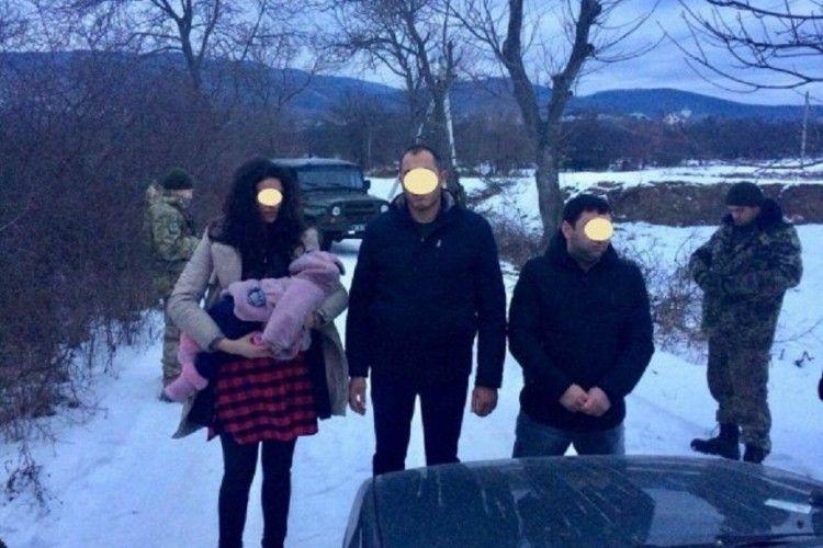 Троє нелегалів з немовлям намагалися потрапити до ЄС