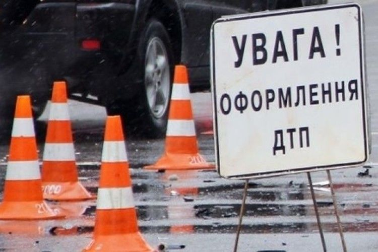 Аварія на Горохівщині: маму і дитину доставлено в реанімацію