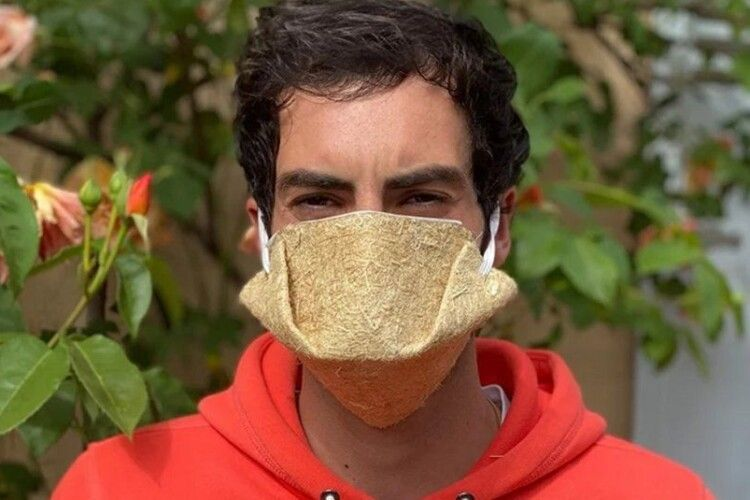 У них легко дихати: почали виробляти захисні маски з волокон конопель