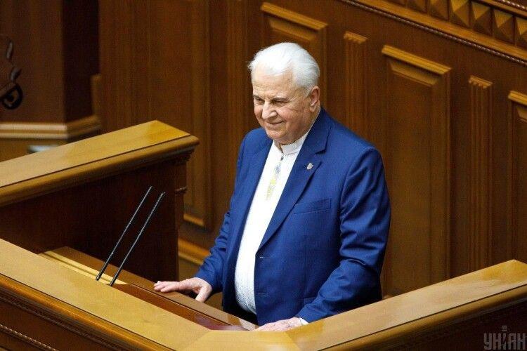 Зеленський офіційно поміняв Кучму на Кравчука