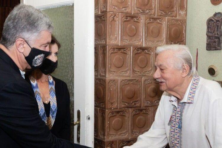 Петро і Марина Порошенки зустрілися з легендарним політв'язнем, поетом-шістдесятником Ігорем Калинцем
