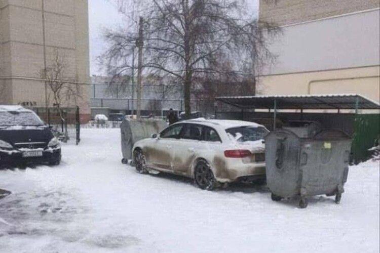 Від завтра луцькі муніципали штрафуватимуть за паркування біля смітників