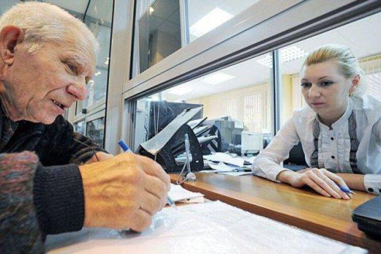 Кабмін відклав на три місяці початок виплат пенсіонерам старше 75 років