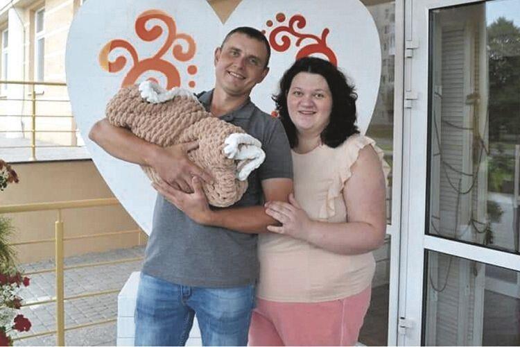 Лілія Данилюк із чоловіком удочерили трьох знедолених дівчаток, апотім… народила сина!
