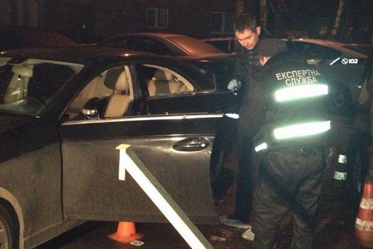 У центрі Києва розстріляли автомобіль з дітьми