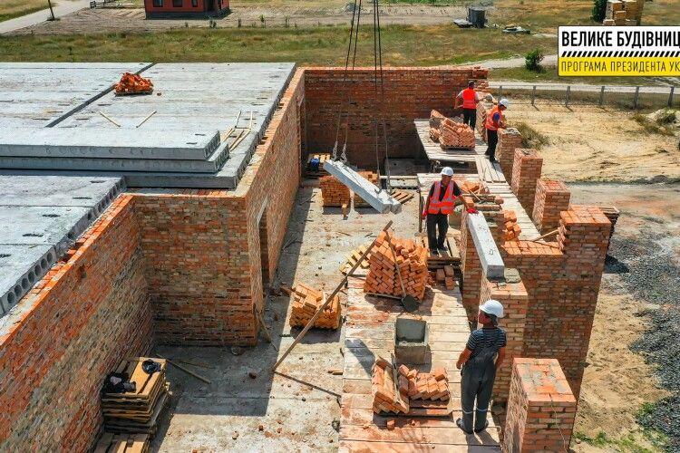Будівництво школи на Волині показали з висоти польоту (Фото)