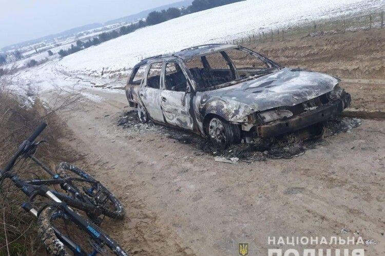 Двоє волинян викрали й спалили автомобіль (Фото)
