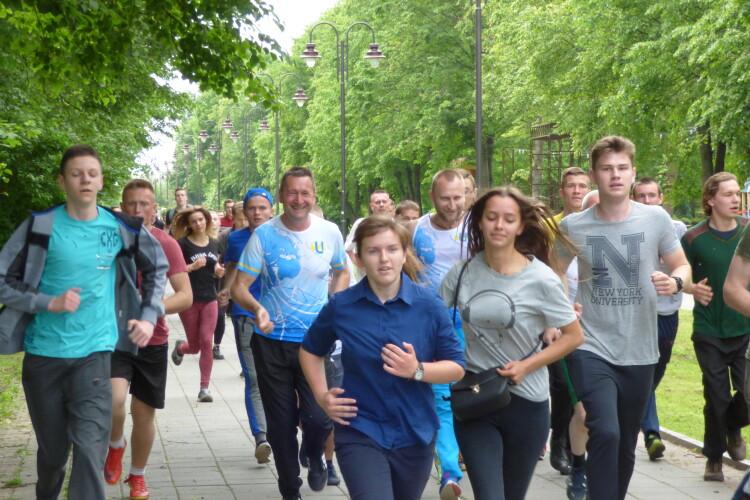 У Луцьку студенти СНУ бігли «зелену» милю (Фото, відео)