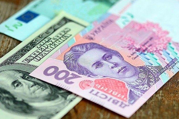 Курс валют: гривня міцніє