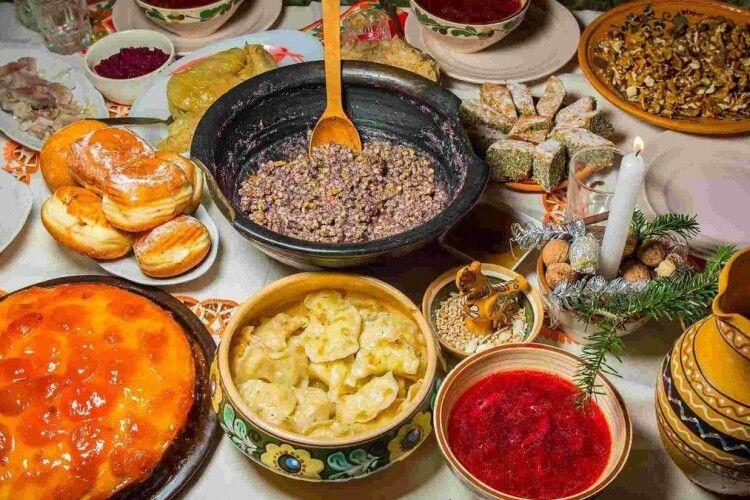 Як на Різдво смачно попоїсти і залишитись у формі: поради від луцької тренерки
