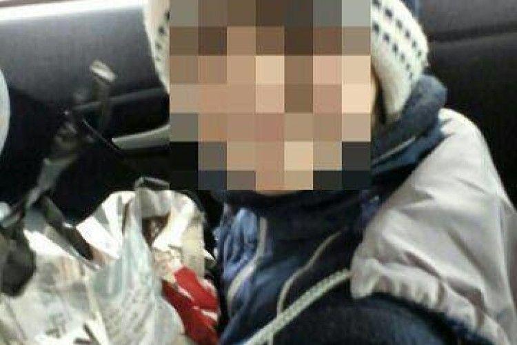 У Рівному патрульні допомогли першокласнику, який загубився йдучи зі школи додому (фото)