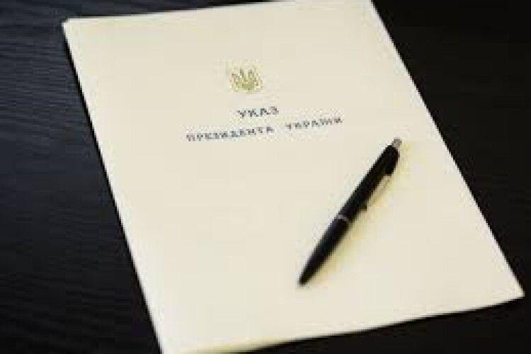 Порошенко звільнив понад 10 своїх радників