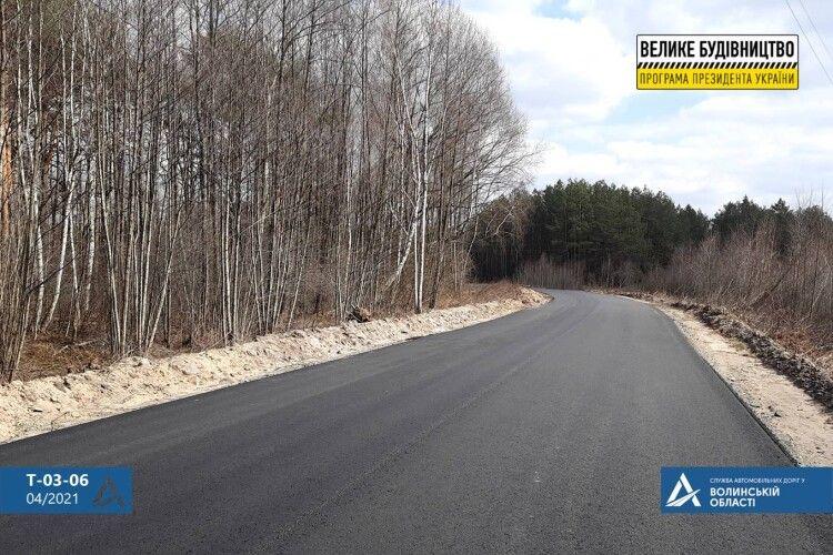 Біля Шацька пахне свіжим асфальтом: дорожники показали відремонтовані кілометри (Фото)