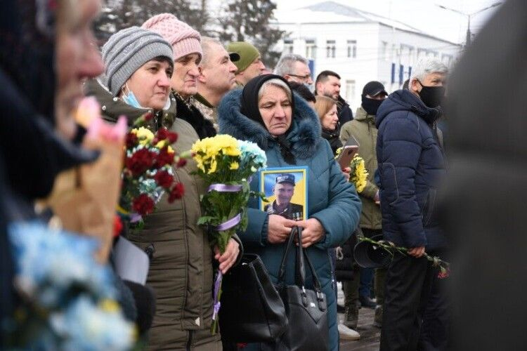 У Луцьку вшанували пам'ять бійців, загиблих у боях за Дебальцеве (Фото)