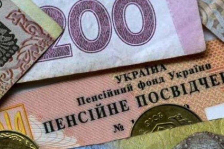З вересня усі пенсії в Україні виплачуватимуть на картку