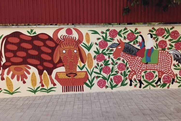 У Луцьку поруч з графіті у стилі Марини Примаченко – таке неподобство...