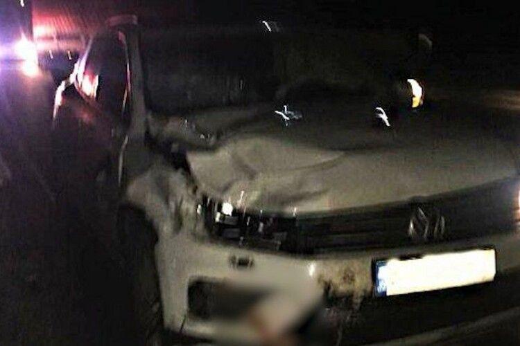 На Рівненщині легковик насмерть збив двох пішоходів