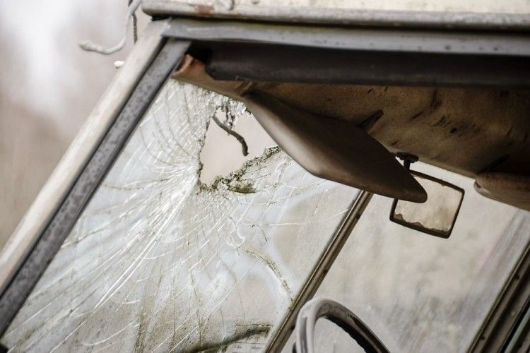 П'яний диякон Московського патріархату за кермом розбив три припарковані автівки