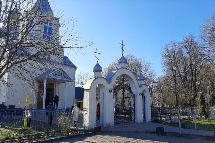 Любешівська поліція перевіряє храми, магазини, місця відпочинку (Фото)