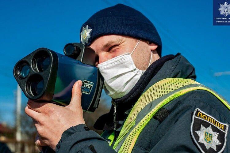 У Луцьку патрульні стоять із приладами TruCAM на нових ділянках: де