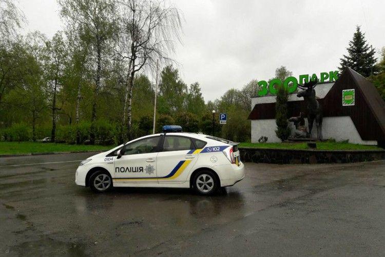 Рівненські патрульні посилено пильнують на вокзалах та в парках (фото)