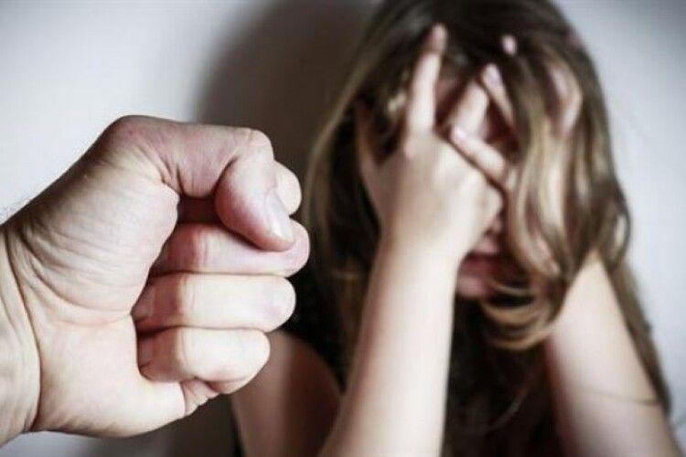 Пристаркуватий рецидивіст зґвалтував онуку своєї співмешканки