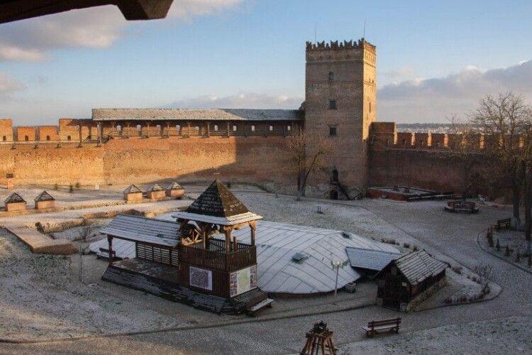 Луцький замок відновлює роботу у вихідні дні