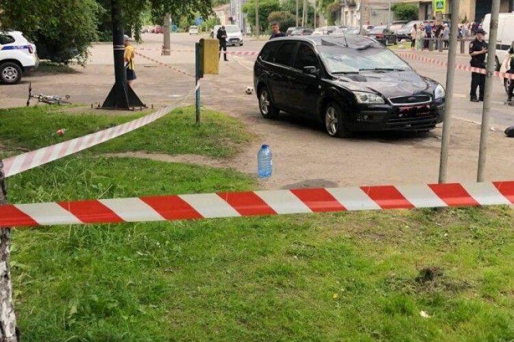 У Луцьку на пішохідному переході збили чоловіка і двох дітей