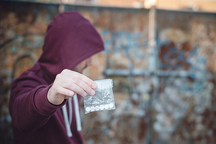 Наркотики на Волині купити легше, ніж пару штанів