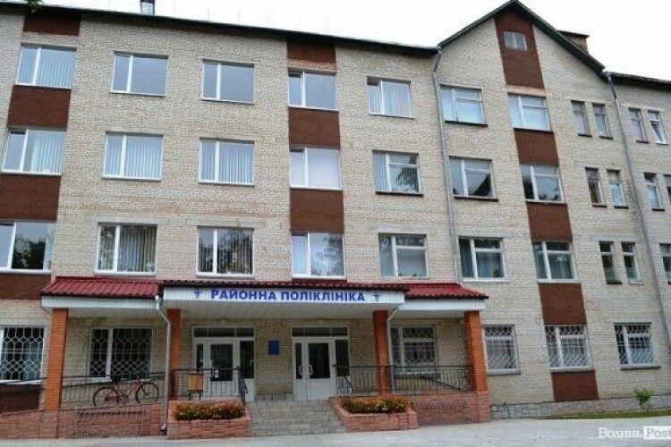 Через  брак місць для важкохворих на COVID-19, їх госпіталізують в Ківерцівську ЦРЛ