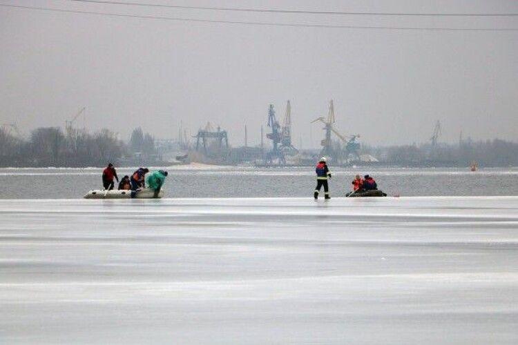 Шість рибалок дрейфували на крижині